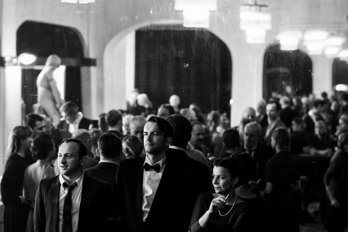 Black and white still of Borys Szyc, Tomasz Kot and Agata Kulesza in 2018 film Cold War.