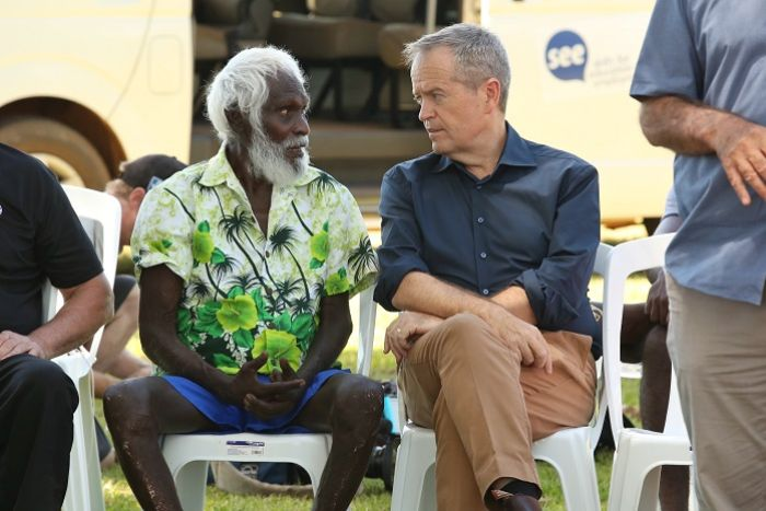 Bill Shorten talks to an elder from Bathurst Island during the election campaign, April 18 2019.