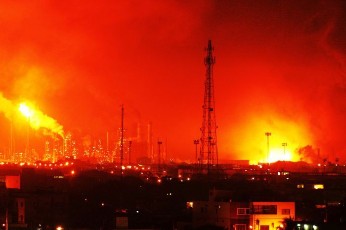 At least 19 have been killed after an explosion rocked Amuay oil refinery in Punto Fijo.