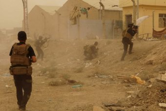 Iraqi security forces defend against attacks by IS