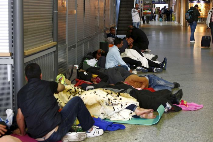 Migrants sleep in the hall of the main railway station in Munich