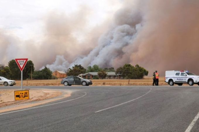 Smoke fills the sky in the Mallala area north of Adelaide from a bushfire