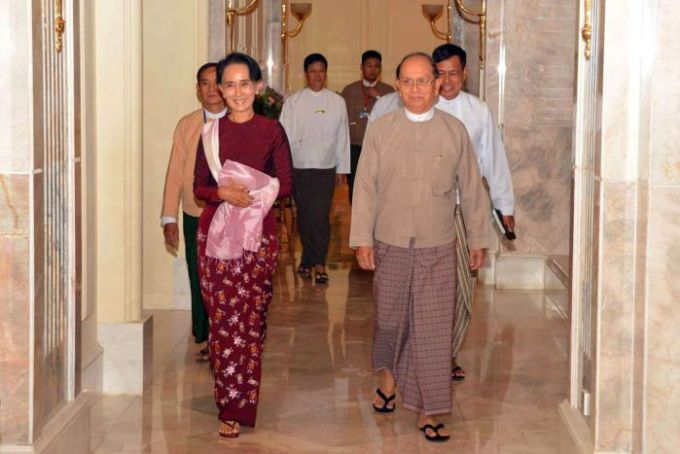 Aung San Suu Kyi meets with incumbent president Thein Sein.