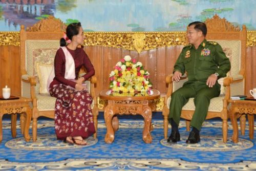 Aung San Suu Kyi and military chief Min Aung Hlaing meet to discuss transition