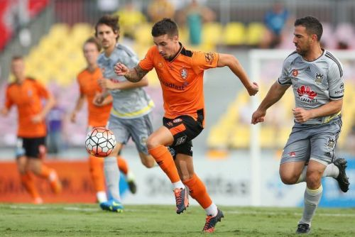 Jamie Maclaren breaks away against the Wellington Phoenix