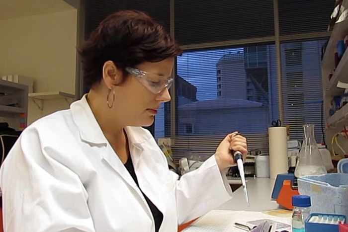 Dr Rachel Dunlop performs tests in a lab