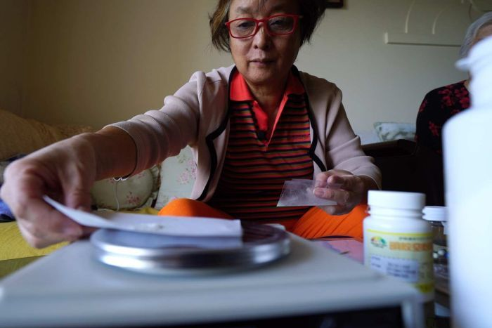 Wang Jie makes her own cancer drugs in her home