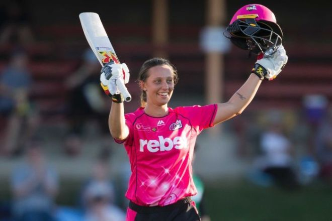 Ashleigh Gardner raises her bat to acknowledge the crowd after reahcing her half-century in the WBBL.