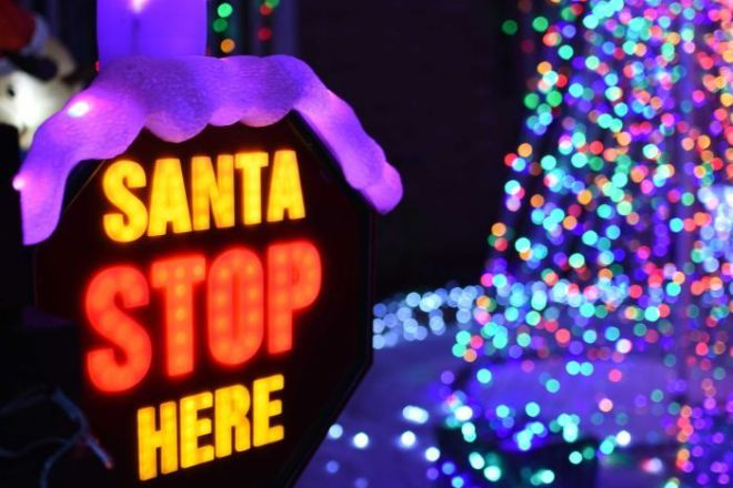 A 'Santa stop here' sign in a front yard.