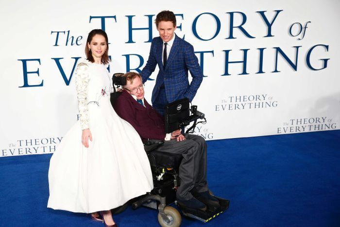 Actors Eddie Redmayne and Felicity Jones pose with Stephen Hawking.
