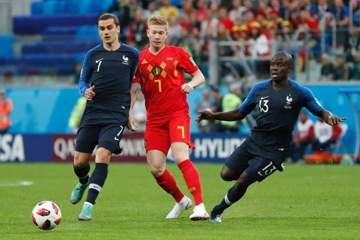 Kevin de Bruyne shrugs off Antoine Griezmann and N'Golo Kante's attentions