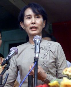 Aung San Suu Kyi denied the charge but expected to be found guilty.  (Reuters: Sukree Sukplang, file photo)
