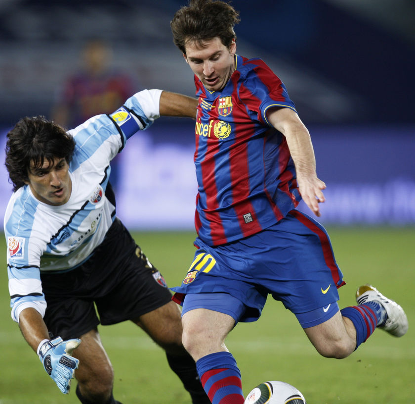 Barcelona's Lionel Messi scores past Atlante goalkeeper Federico Vilar in Abu Dhabi. (Reuters: Fadi Al-Assaad)