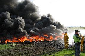 Neumáticos quemar cerca de Perth en Tasmania
