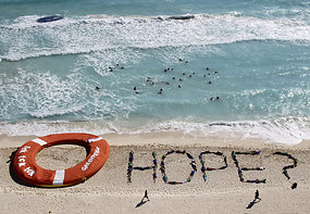 Protesters make hope sign at Cancun