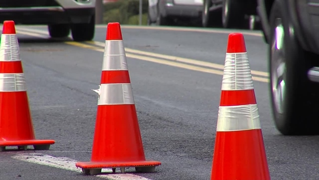 road_construction_orange_cones_314011