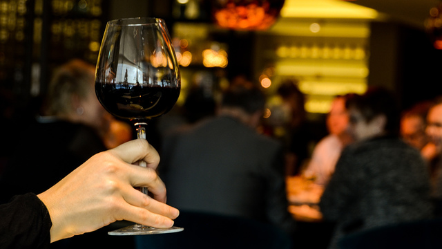 restaurant-person-single-drinking_1518642520422_342297_ver1-0_34201655_ver1-0_640_360_703183