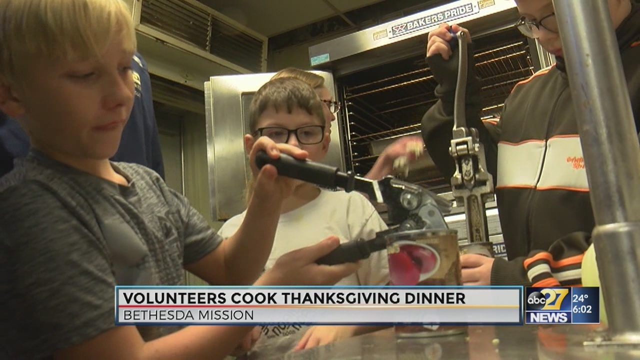 Bethesda Mission volunteers serve Thanksgiving meals in Harrisburg