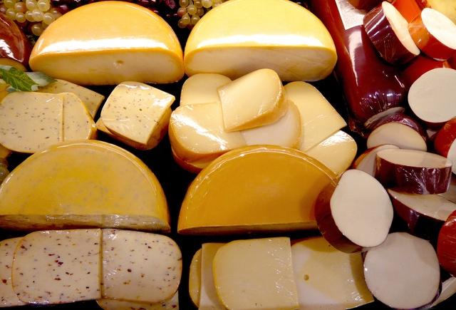 aging skin foods - cheese 2_3626481622820092-159532