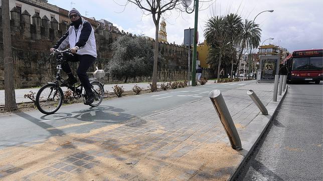 El joven que atropelló a un ciclista en la Macarena iba a «gran» velocidad y desplazó la bici 80 metros