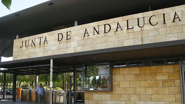 En Andalucía hay 10.000 empleados públicos más que antes de la crisis
