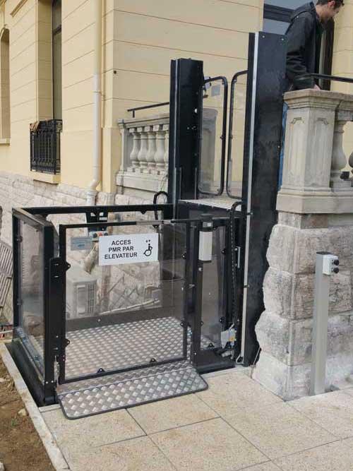 ABC LIFT LE spécialiste en élévateurs PMR plateformes élévatrices ascenseurs PMR en Rhône-Alpes Bourgogne et ile de franceBourgogne