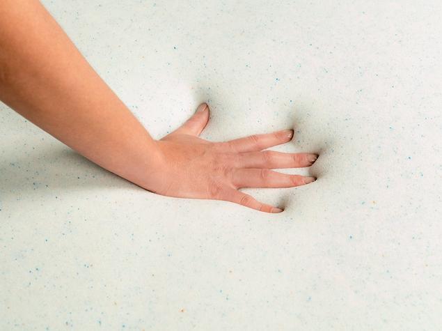 hand-in-gel-foam-topper