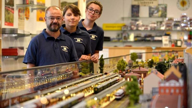 Modelleisenbahner laden nach Hellersdorf