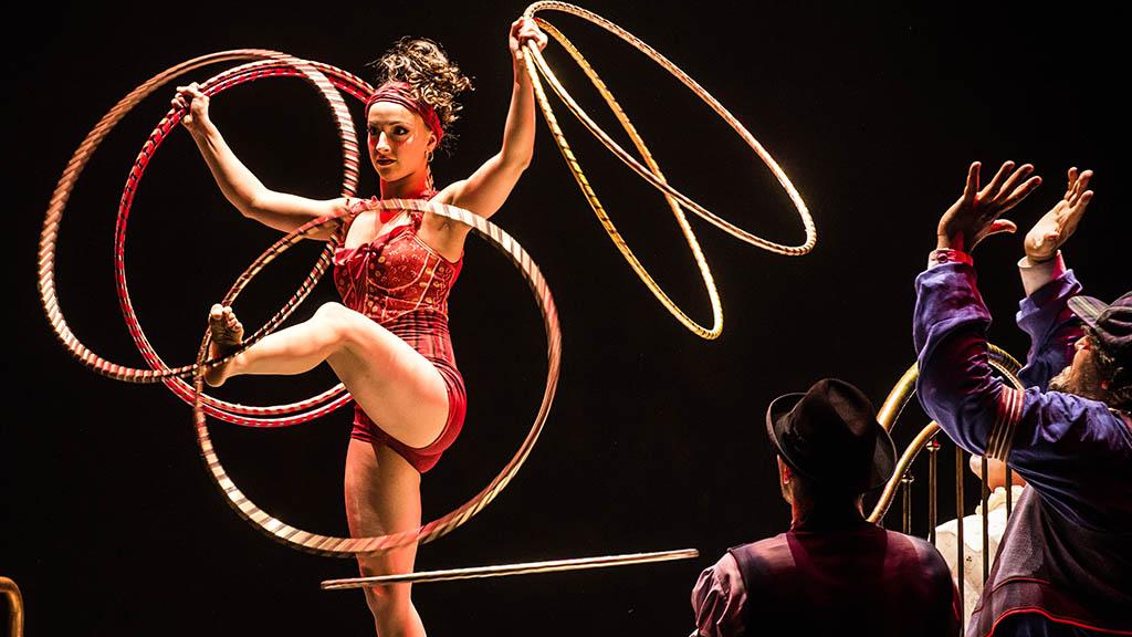 Hula-Hoop im Zirkusrund