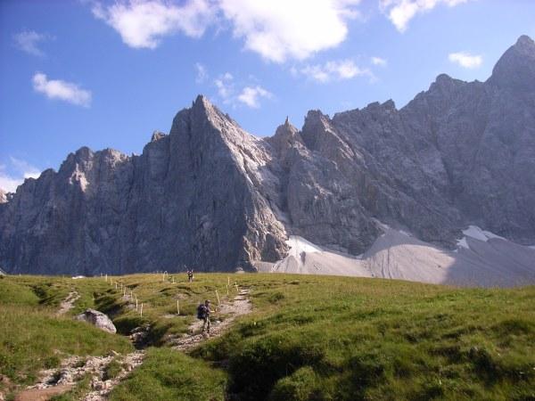 Mit zwei Elefanten über die Alpen. Eine Familie wandert von München nach Venedig.
