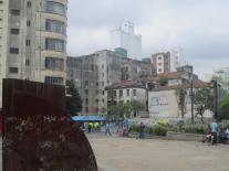 direkt gegenüber der Kirche...Kontrastprogramm São Paulo