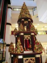 Weihnachtsdeko im Shopping-Center