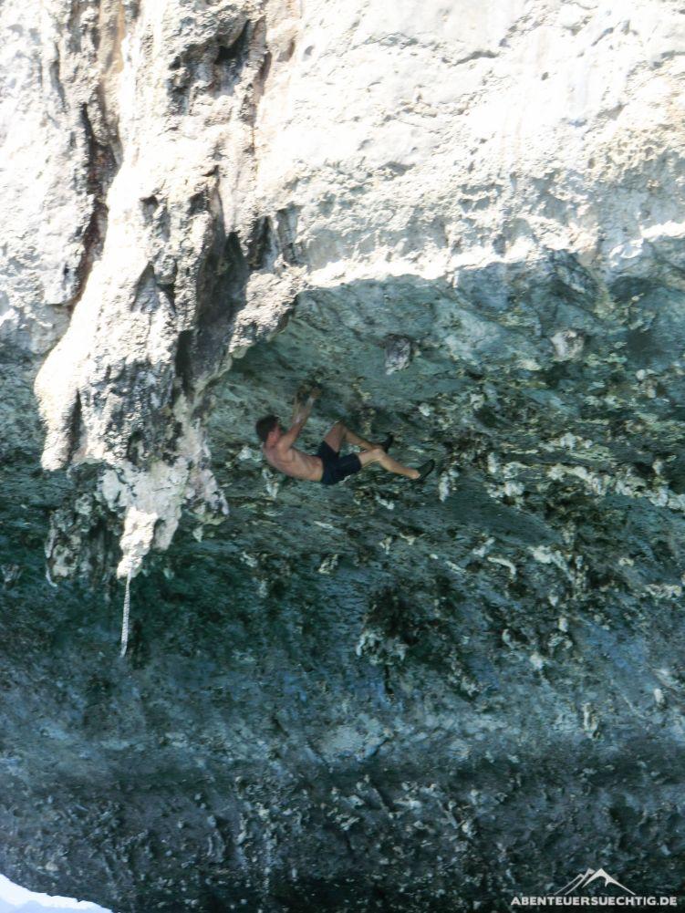 Überhang klettern macht Spaß