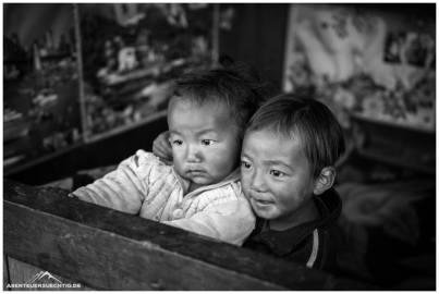 Geschwisterliebe in Nepal