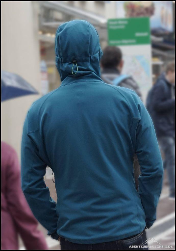Die Trojan Hooded Jacket macht auch in der Stadt eine gute Figur.