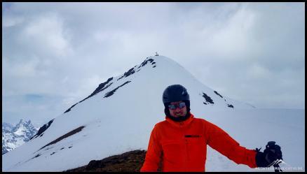 Kälte und Wind... so richtig glücklich über den Gipfel guckt Dennis nicht