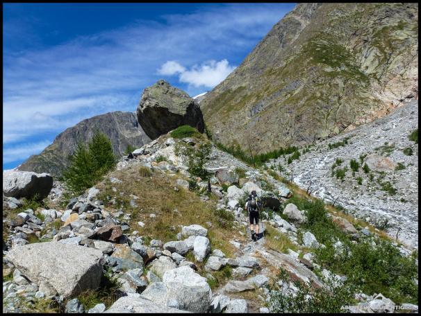 Landschaftlich schön ist der Zustieg, bevor es auf das Schotterfeld geht.