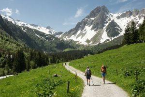 Wanderer auf der Tour du Mont Blanc