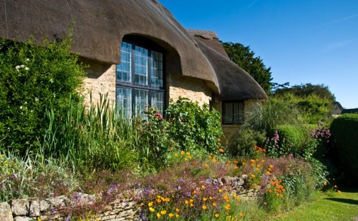 Dörfer der Cotswolds: Cottages mit Rethdach