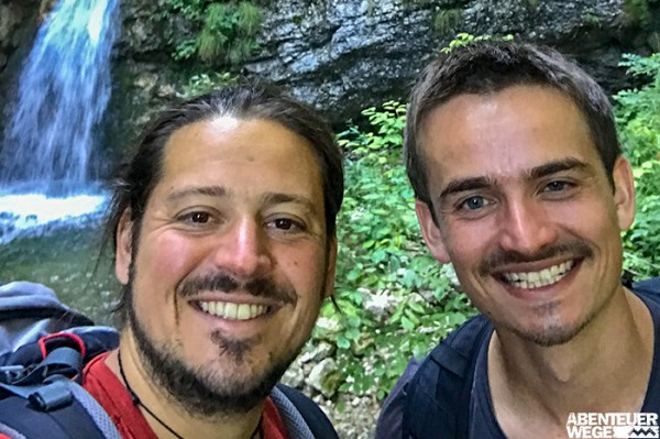 Max & Dennis am Wasserfall