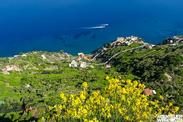 Im Frühling zeigt sich die Amalfiküste in bunter Farbenpracht.