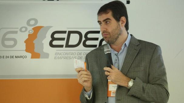 Profissional de pesquisa será cientista de dados no futuro, analisa Felipe Mendes, no painel sobre tendências