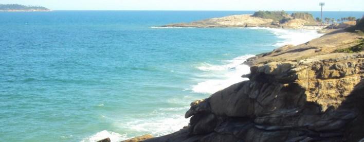 As 10 Praias mais bonitas do Brasil. Arpoador - em Aberbeach moda praia e sungas de praia