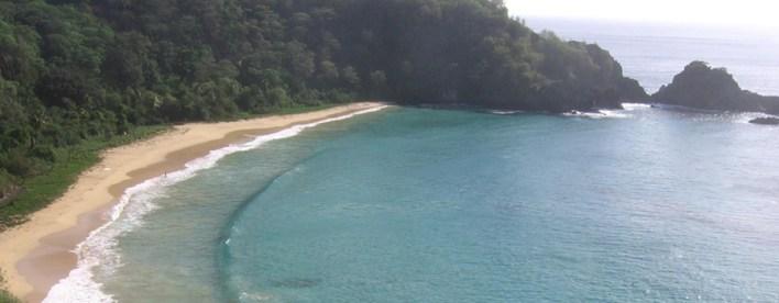 As 10 Praias mais bonitas do Brasil. Baia do Sancho - em Aberbeach moda praia e sungas de praia