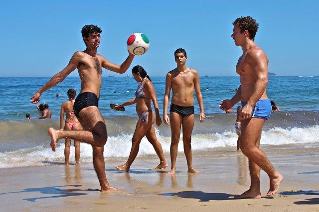 como ficar bem de sunga de praia