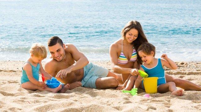 3 truques para eliminar a areia que insiste em ficar nas suas roupas de banho