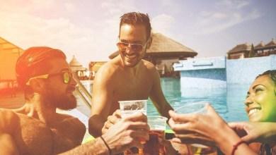Photo of Festa na piscina: O que os homens devem vestir nesse momento?