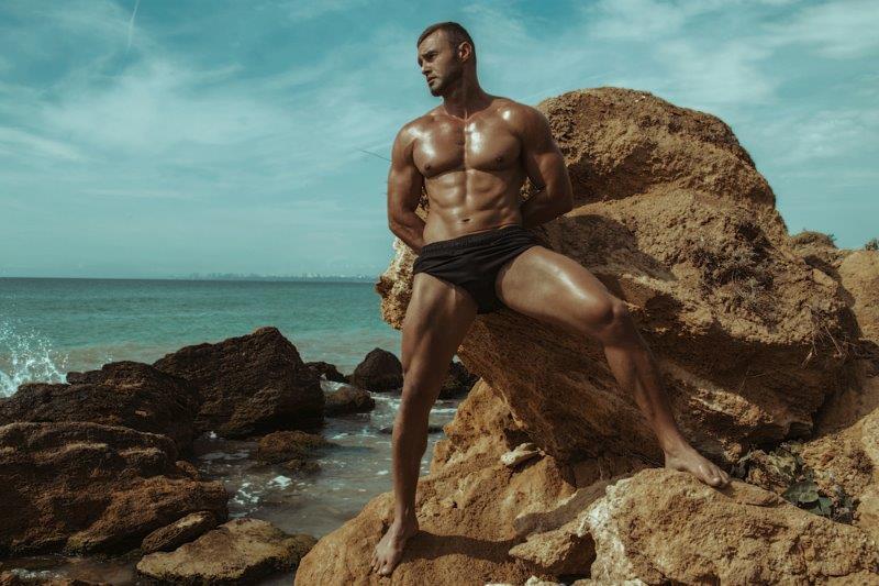 a7edcba2e Homens de sunga na praia  Diferença entre o bonito e o Brega