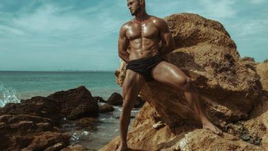 Photo of Homens de sunga na praia: Diferença entre o bonito e o Brega