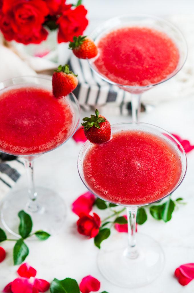 Summertime Strawberry Frosé | aberdeenskitchen.com